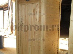 Недорогой деревянный туалет Т-01 для дачи